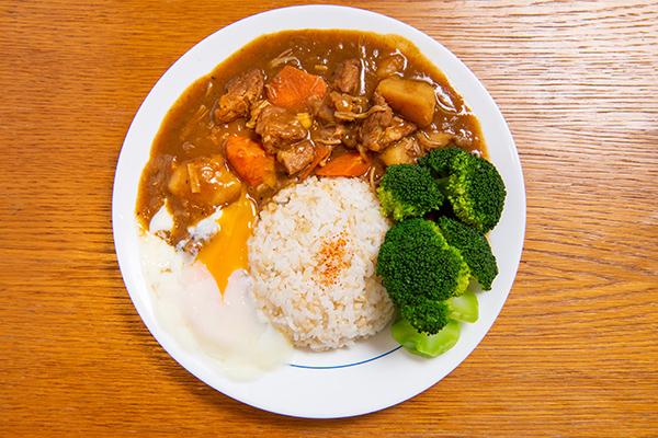 Gelbes Curry mit Schweinefleisch